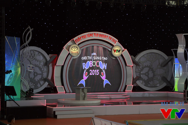Sân khấu được kiểm tra lại trước buổi lễ Khai mạc