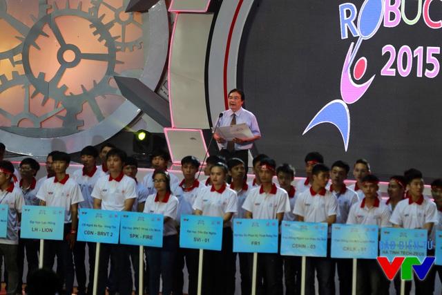 Ông Phạm Việt Tiến - Phó Tổng Giám đốc Đài Truyền hình Việt Nam - Trưởng Ban Tổ chức cuộc thi Robocon Việt Nam 2015 phát biểu khai mạc