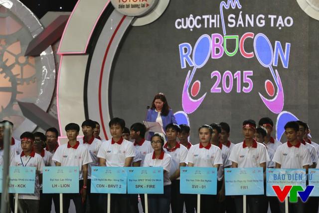 Bà Đoàn Thị Yến - Phó Tổng Giám đốc Công ty Ô tô Toyota Việt Nam - đại diện nhà tài trợ chính cho cuộc thi Robocon Việt Nam 2015