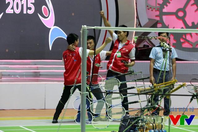 Đội tuyển FR1 vui mừng trước chiến thắng đầu tiên