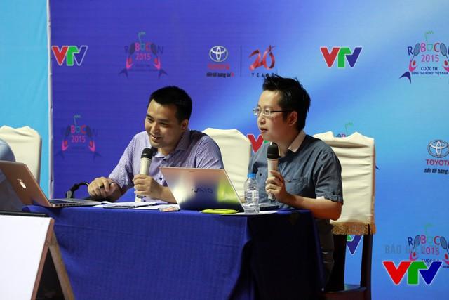 BLV Việt Khuê và BLV Đăng Bền tiếp tục tường thuật các trận đấu tại ngày thi đấu thứ hai