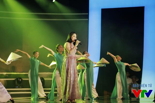 Ca sĩ Mỹ Lệ thể hiện ca khúc Lời ru quê mẹ Quảng Bình
