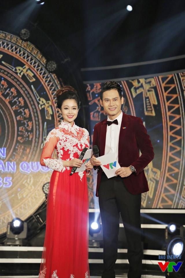 MC Thùy Linh và MC Hồng Phúc đảm nhận vai trò dẫn chương trình lễ khai mạc LHTHTQ 35