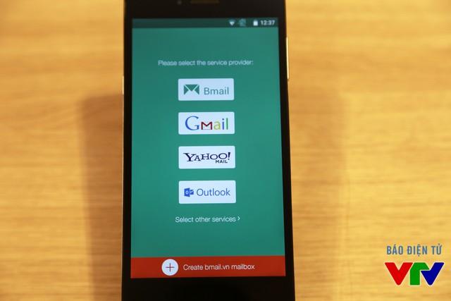 Hãng cũng ra mắt Bmail hỗ trợ người dùng gửi và nhận mail trên BPhone