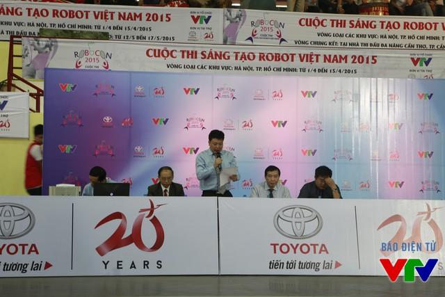 Ban Giám khảo đưa ra quyết định kết quả của trận đấu