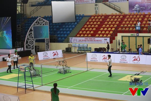 Các đội tuyển làm quen với sân thi đấu của vòng Chung kết Robocon Việt Nam 2015