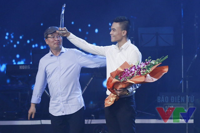 Ca khúc Có khi của do Hoài Lâm sáng tác và thể hiện đã xuất sắc giành giải thưởng Bài hát yêu thích nhất tháng 9. Tuy nhiên, vì lý do cá nhân nên Hoài Lâm không thể ra Hà Nội để nhận giải thưởng. Anh đã ủy quyền cho nhạc sĩ Dương Trường Giang lên nhận giải thưởng.