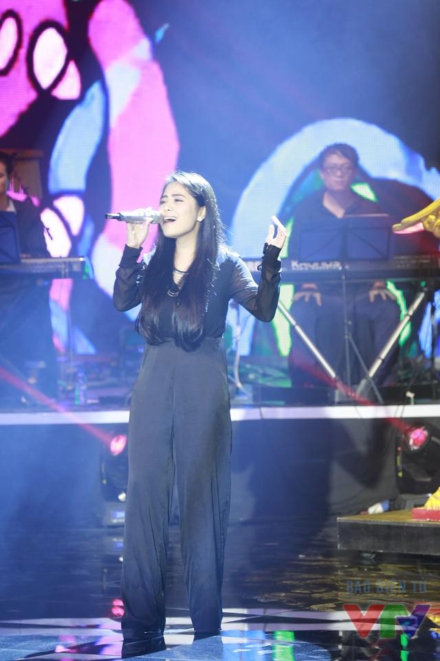 Ngay sau phần công bố và trao giải thưởng Bài hát yêu thích nhất tháng 9 là tiết mục Độc ẩm của ca nương Kiều Anh.