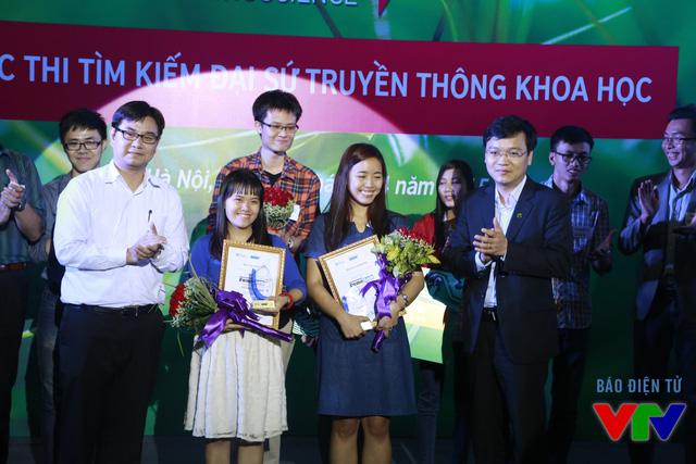 Nguyễn Thị Thu Diệu (Đại học Bách khoa Hồ Chí Minh) và Hoàng Thị Nam Phương (Đại học Massey) đã giành được giải Ba của cuộc thi