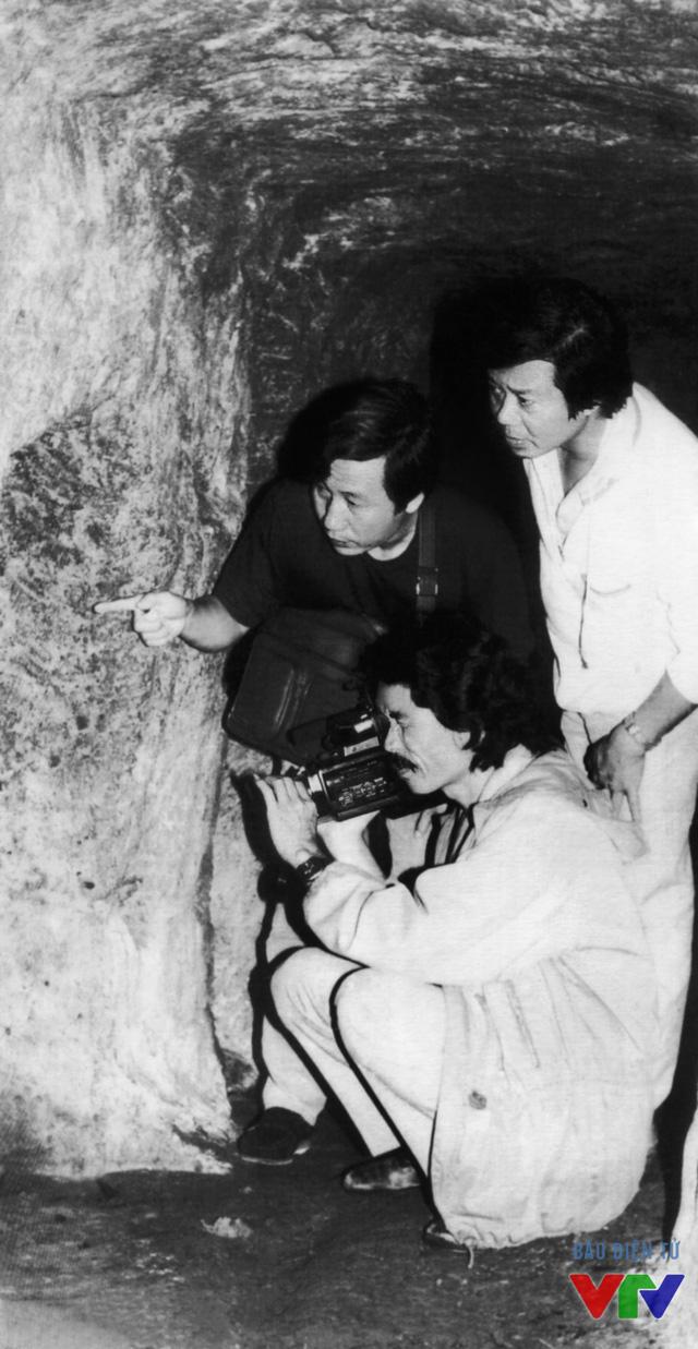 Cảnh làm phim tài liệu Mảnh đất không thể nào quên tại địa đạo Vĩnh Mốc (1977)