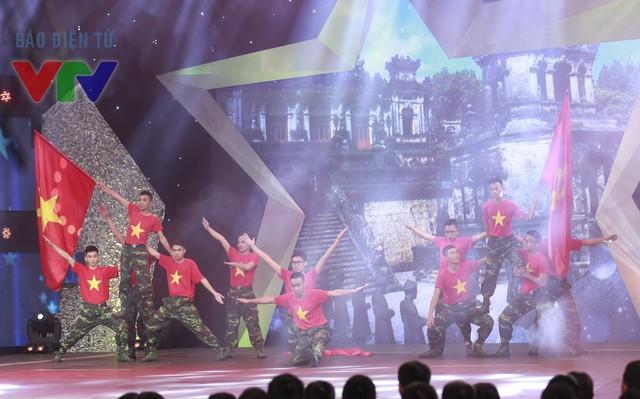 Các chiến sĩ của Học viện Kỹ thuật quân sự thể hiện ca khúc Việt Nam ơi