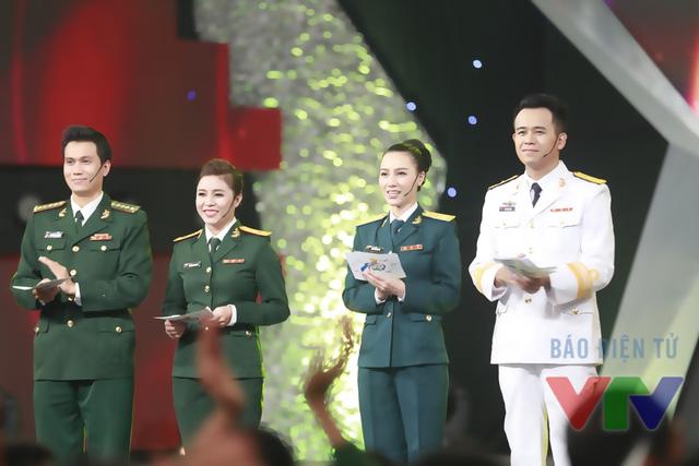 Bốn MC của Gala Chúng tôi là chiến sĩ.