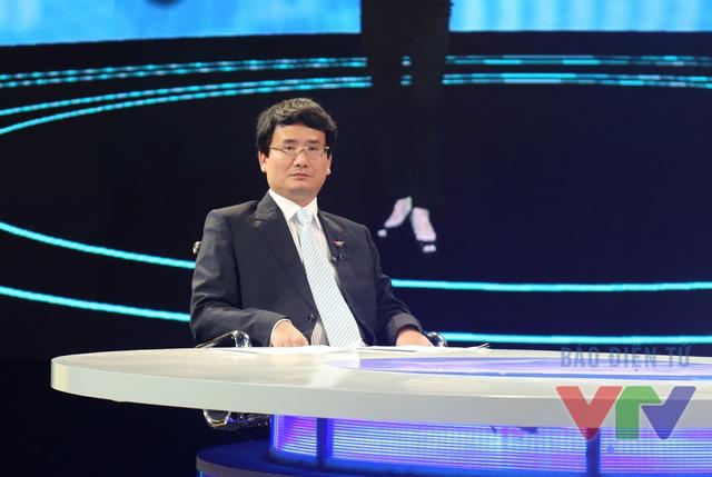 BTV Trung Kiên là người theo dõi lĩnh vực đối ngoại của Việt Nam trong năm 2015.