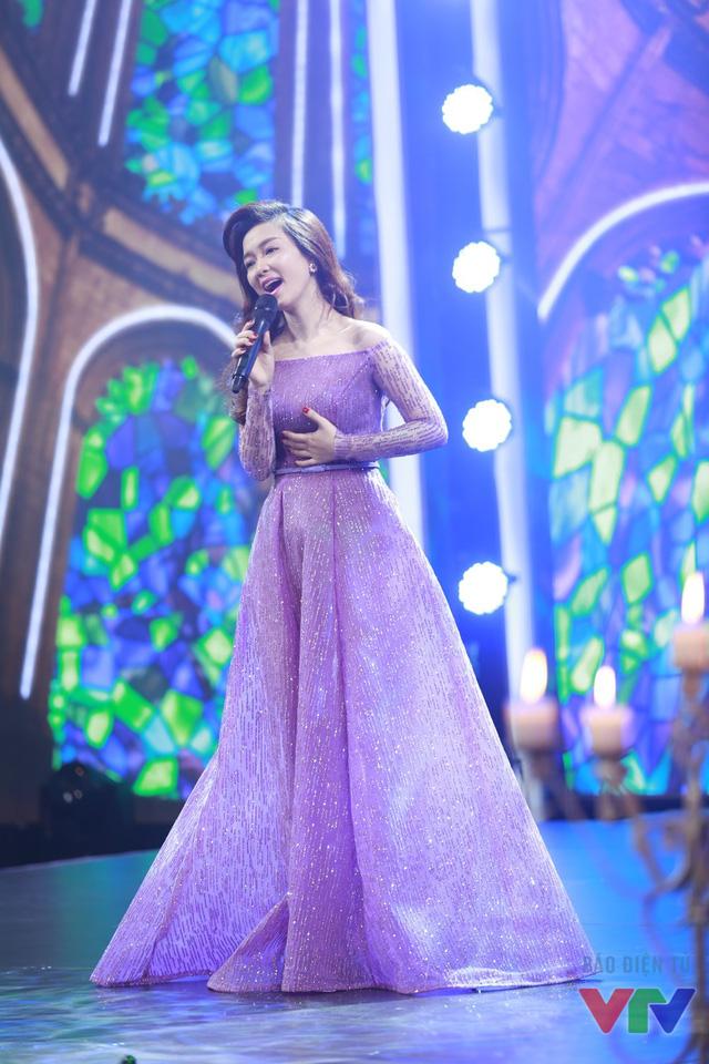 Nói về những thành công của mình trong năm 2015, Đinh Hương không quên nhắc tới vai diễn Nguyệt Ánh trong bộ phim Khúc hát mặt trời.