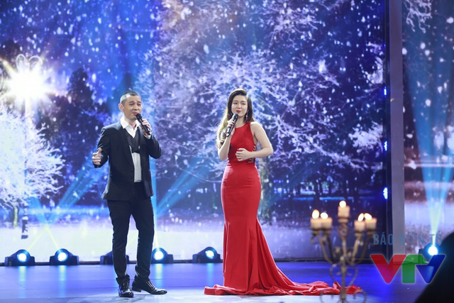 Song song với đó, Đinh Hương vẫn nỗ lực hoàn thành tốt vai trò một ca sĩ.