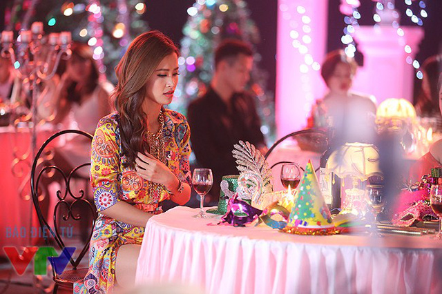 Ngoài thành công tại The Remix - Hòa âm ánh sáng, vào những tháng cuối của năm 2015, Đông Nhi còn gặt hái thêm thành công khác - giải Nghệ sĩ châu Á xuất sắc của MAMA 2015.