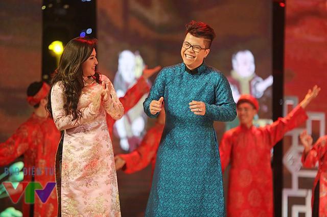 Ca sĩ Đinh Mạnh Ninh và Bảo Trâm.