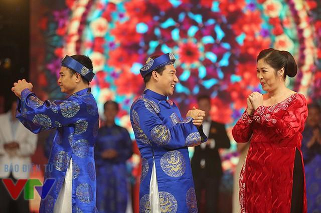 Chương trình có sự góp mặt của diễn viên hài Hồng Vân, Quang Thắng, Vân Dung, Tự Long, Lan Phương, MInh Dũng, Hoàng Linh, Xuân Nghị...