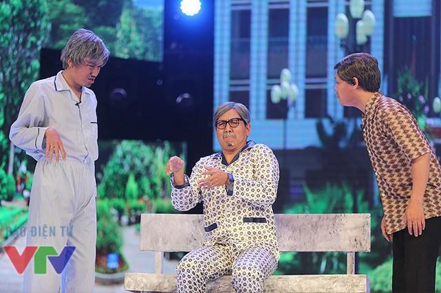 Hồng Vân cùng 3 diễn viên nam Đức Thịnh, Xuân Nghị, Minh Dũng đã mang đến cho khán giả một tiểu phẩm hài vui tươi trong hình ảnh những cụ ông, cụ bà lớn tuổi trong Viện dưỡng lão.