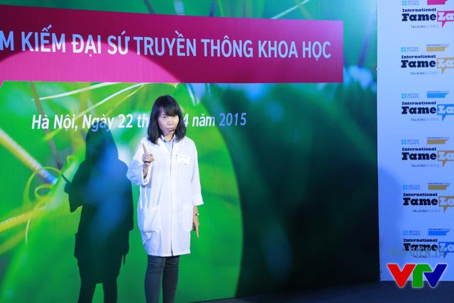Hoàng Hà (Đại học Công nghệ) với chủ đề Ứng dụng công nghệ Plasma lạnh trong diệt trùng và khử khuẩn