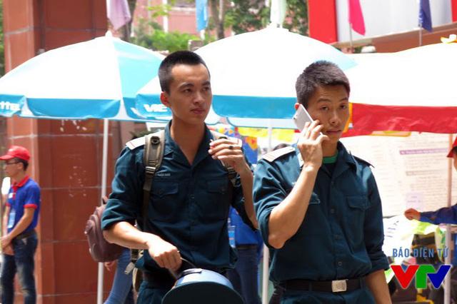 Các chiến sĩ cũng đã hoàn thành bài thi của mình