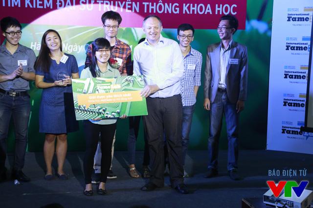 Nguyễn Thị Phương đến từ Đại học Khoa học Tự nhiên đã giành được Giải thưởng được khán giả yêu thích nhất với số lượng bình chọn cao nhất