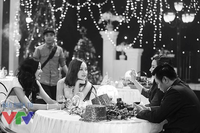 Lan Phương trò chuyện với ca sĩ Phi Nhung