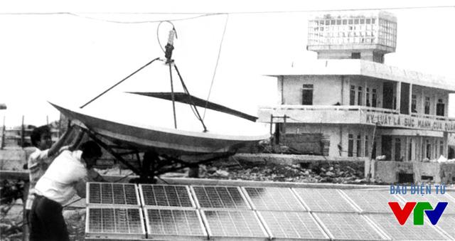 Lắp đặt thiết bị thu phát tín hiệu truyền hình trên đảo Trường Sa