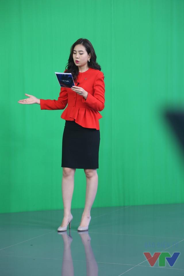 Bên cạnh truyền hình, Mai Ngọc cũng rất yêu thích kinh doanh. Nữ MC đang xây dựng thương hiệu của riêng mình mang tên Weather Girl. Mai Ngọc cho biết cô thường có mặt tại cửa hàng vào khoảng từ 14h - 17h để kiểm tra một số công việc hoặc sổ sách.