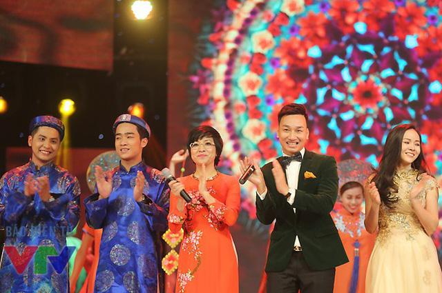 MC Thảo Vân, Thành Trung và các nghệ sĩ tham gia Gala cười 2015.