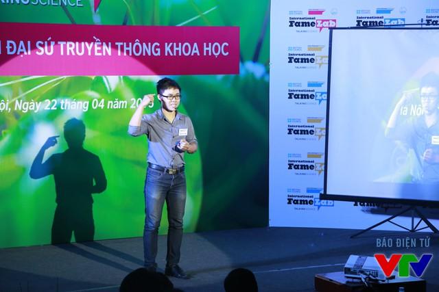 Nguyễn Hà Thanh (Đại học Công nghệ) với chủ đề Dạy những chiếc máy biết đánh cờ