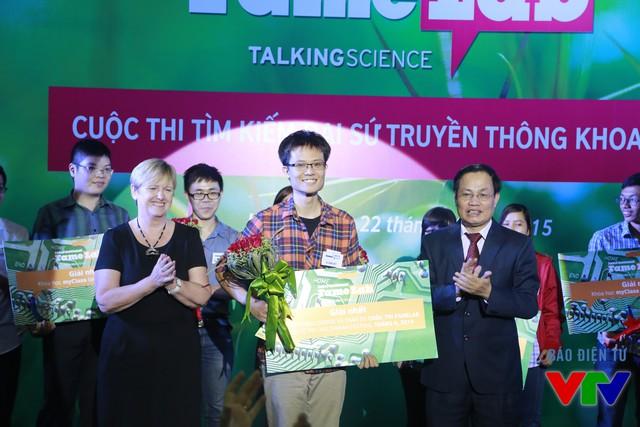 Vũ Danh Việt đến từ Đại học Công nghệ đã xuất sắc giành được giải Nhất của cuộc thi