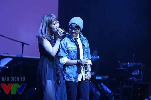 Nhật Thủy song ca với ca sĩ kiêm nhạc sĩ Vũ Cát Tường bản hit Vết mưa.