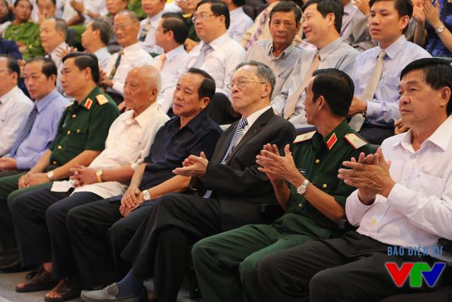 Hàng ghế đầu là các vị nguyên lãnh đạo Trung ương, lãnh đạo địa phương, lãnh đạo các Đài PT-TH...
