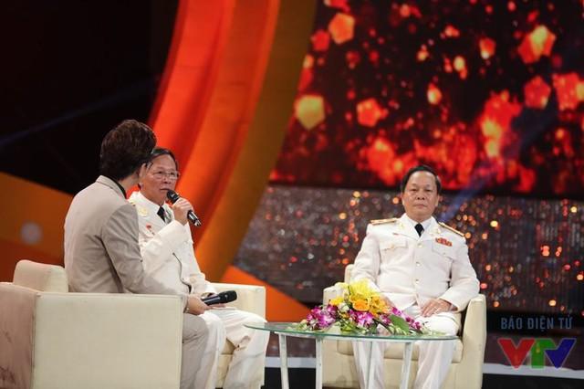 Cuộc trò chuyện với 2 khách mời: Trung tướng Phan Văn Vĩnh - Tổng cục trưởng Tổng cục Cảnh sát, Trung tướng. GS. TS Nguyễn Xuân Yêm - GĐ Học viện Cảnh sát nhân dân