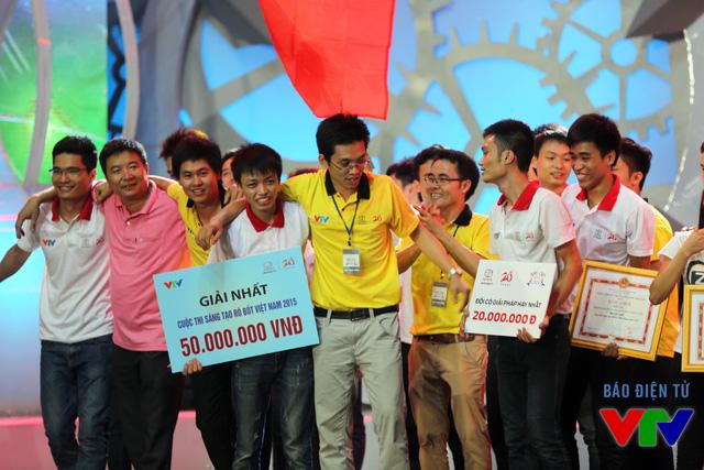 FR1 của Đại học Sư phạm Kỹ thuật Hưng Yên đăng quang ngôi Vô địch Robocon Việt Nam 2015
