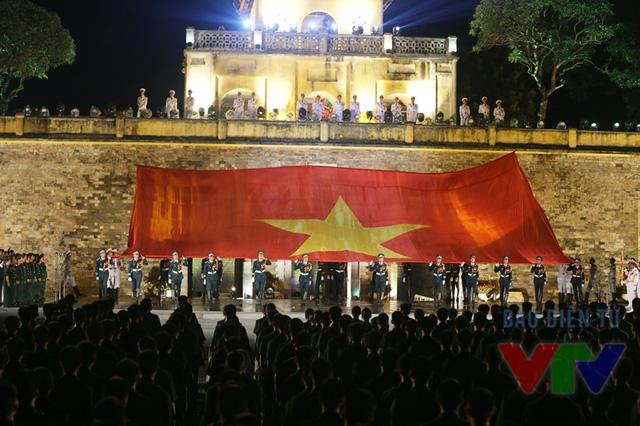 Lễ truyền cờ tại Hoàng thành Thăng Long diễn ra với không khí trang nghiêm