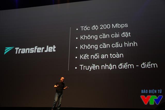 BPhone được tích hợp giao thức không dây tầm ngắn TransferJet