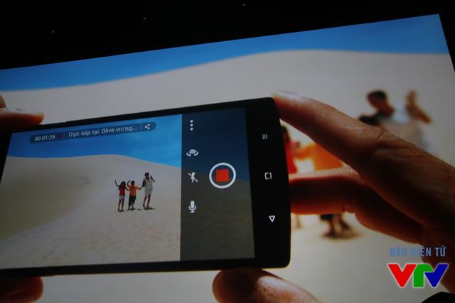 Tính năng Blive cho phép chia sẻ video trực tuyến trên BPhone
