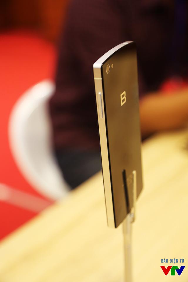 Nút điều chỉnh âm lượng trên BPhone