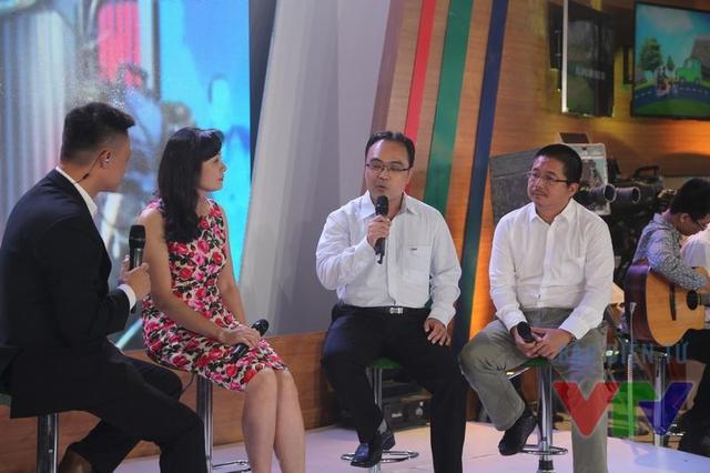 Ông Nguyễn Đức Tuệ - Phó Giám đốc Trung tâm kỹ thuật sản xuất chương trình, Đài THVN (ngoài cùng bên phải) cũng có mặt trong chương trình Bữa trưa vui vẻ