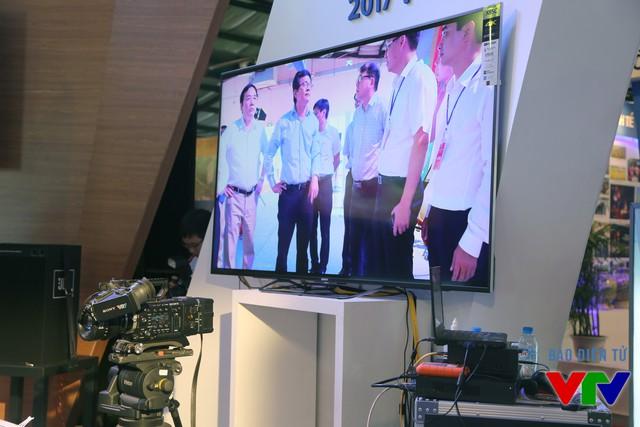 Tổng Giám đốc Trần Bình Minh thử nghiệm công nghệ quay phim 4K