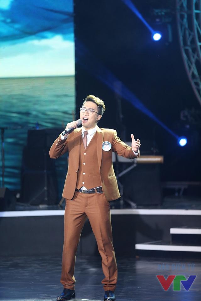 Nguyễn Tiến Hưng (SBD 30) thể hiện ca khúc Gió lộng bốn phương