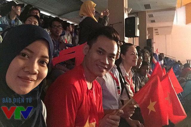 MC Hồng Phúc - người dẫn quen thuộc của chương trình Robocon tại Việt Nam.