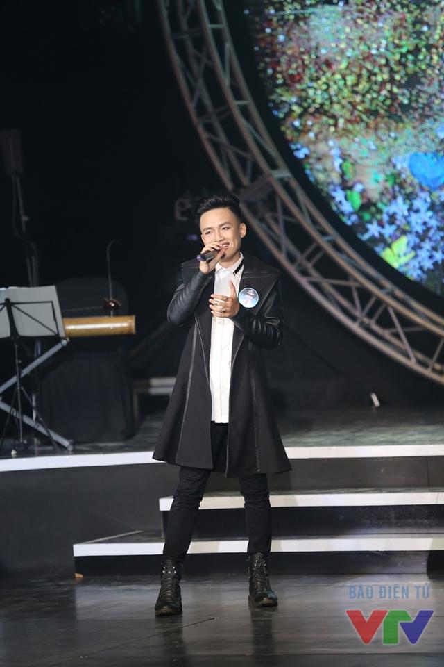 Trần Ngọc Lâm (SBD 07) thể hiện ca khúc Có đôi khi