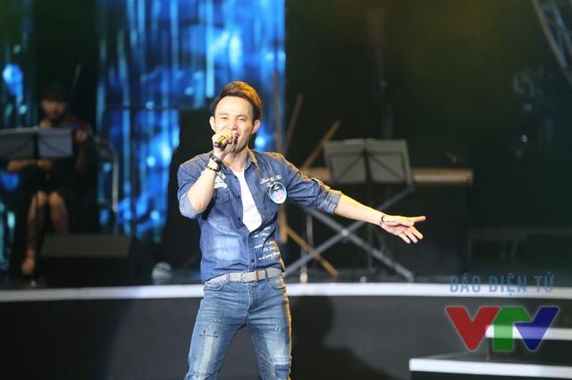 Nguyễn Anh Phong (SBD 20) thể hiện ca khúc Đường về xa xôi