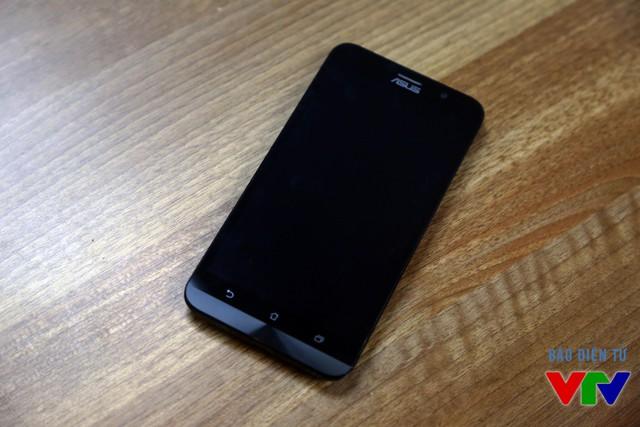 Zenfone 2 được Asus trang bị màn hình IPS LCD có kích thước 5,5 inch
