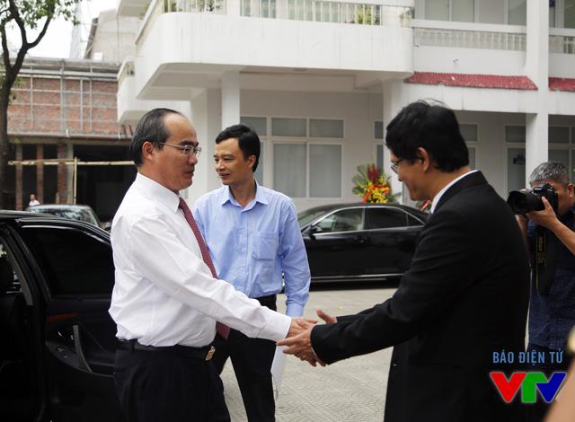 Tổng Giám đốc Trần Bình Minh đón tiếp Chủ tịch Ủy ban Trung ương Mặt trận Tổ quốc Việt Nam Nguyễn Thiện Nhân tới thăm và chúc mừng Đài Truyền hình Việt Nam