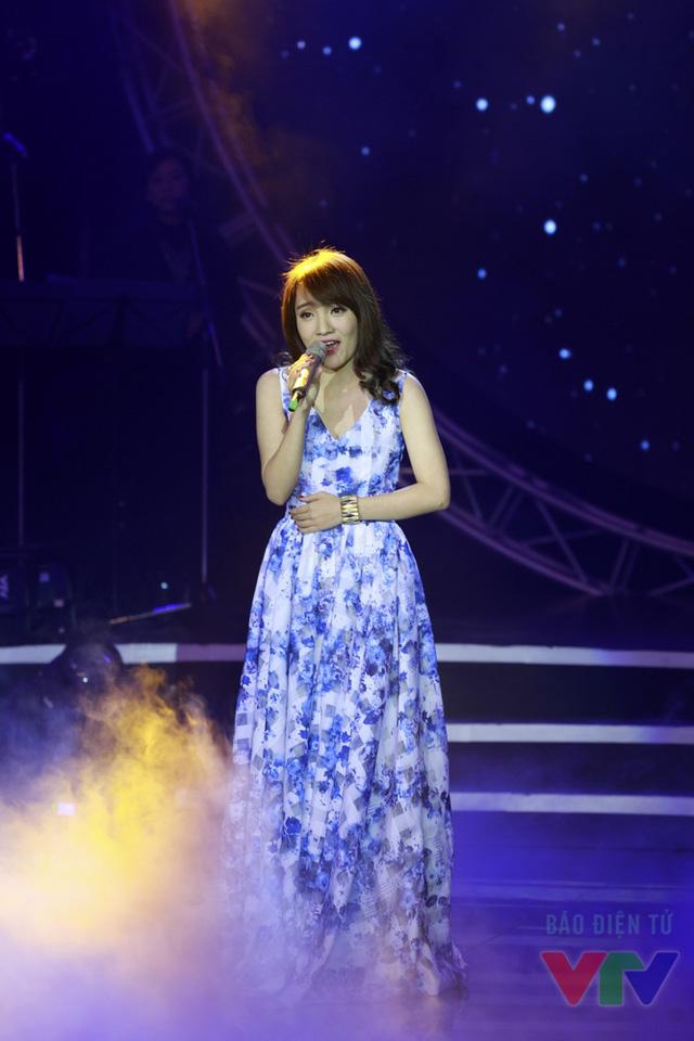 Từng biểu diễn ca khúc Về với đông trên sân khấu Bài hát Việt, Nhật Thuỷ có thêm những khám phá để hoàn thiện hơn khi trình diễn ca khúc này trên sân khấu Bài hát yêu thích.