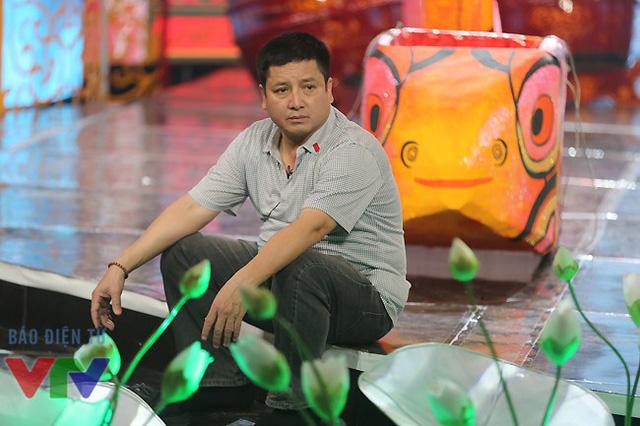 Diễn viên Chí Trung với khuôn mặt đầy ắp sự lo lắng. Anh đang có chút vấn đề với phương tiện di chuyển mới năm nay.